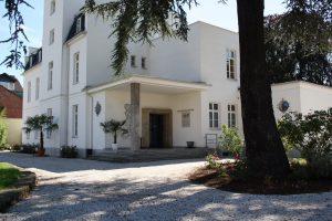 VILLA LEONHART-Eventlocation-Eingang Aufahrt zur Villa