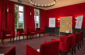 Kaminzimmer der Villa Leonhart für Tagung und Workshop