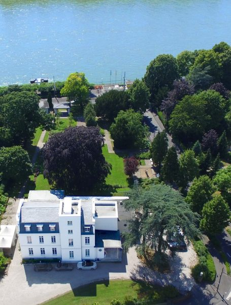 VILLA LEONHART, Eventlocation, Lage am Rhein