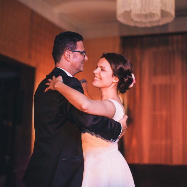 VILLA LEONHART Eventlocation-Hochzeit-Brautpaar
