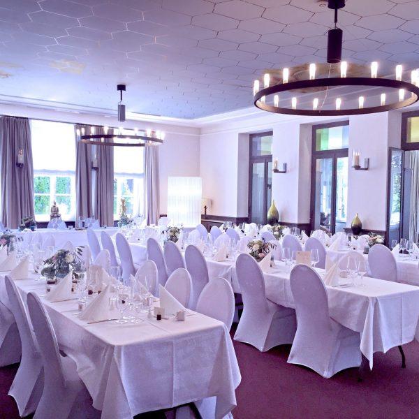 VILLA LEONHART Eventlocation, Hochzeit, Eingedeckte Tafeln, Großer Saal-1a