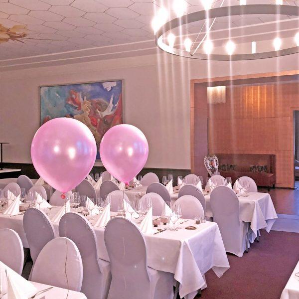 VILLA LEONHARTEventlocation Hochzeit N Mai 2018 Großer Saal eingedeckt Tafelbestuhlung mit Dekoration 6